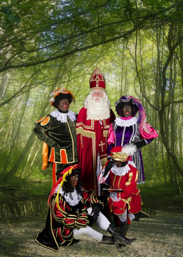 Rolpieten met Sinterklaas in het bos.