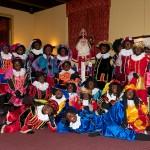 The crew van de Super Sinterklaasshow op de set van het Pietenhuis.